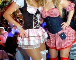Wiesn Oktoberfest Gogos Tänzerinnen in München und Bayern_12