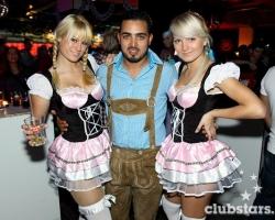 Wiesn Oktoberfest Gogos Tänzerinnen in München und Bayern_16