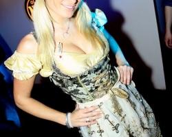 Wiesn Oktoberfest Gogos Tänzerinnen in München und Bayern_7